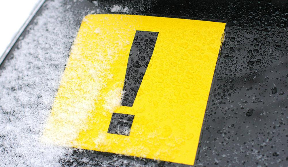 Где размещать и сколько ездить со знаком начинающий водитель