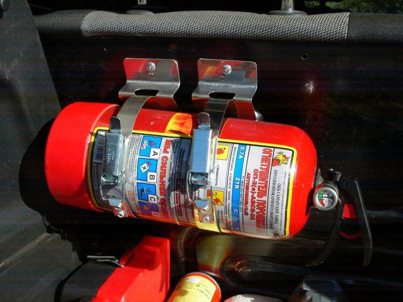 Как выбрать огнетушитель для автомобиля