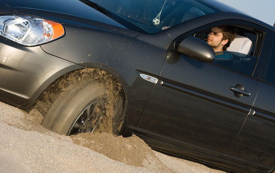 probuksovka-avtomobilya-v-peske.jpg