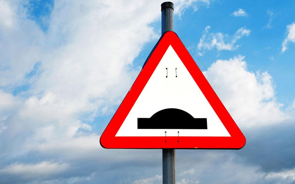 """Дорожный знак """"Искусственная неровность"""""""