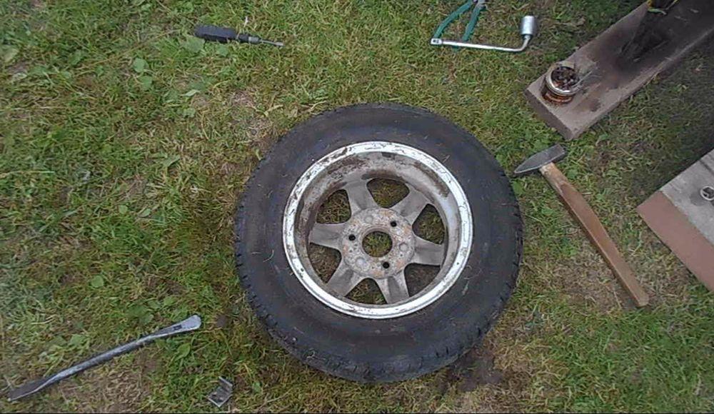 Как разбортировать колесо автомобиля в домашних условиях