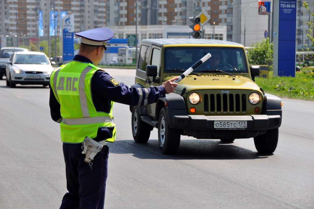 Остановка автотранспорта сотрудником ДПС