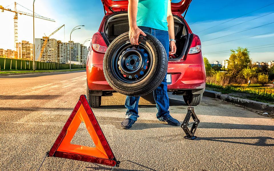 Прокол колеса из-за дорожной ямы