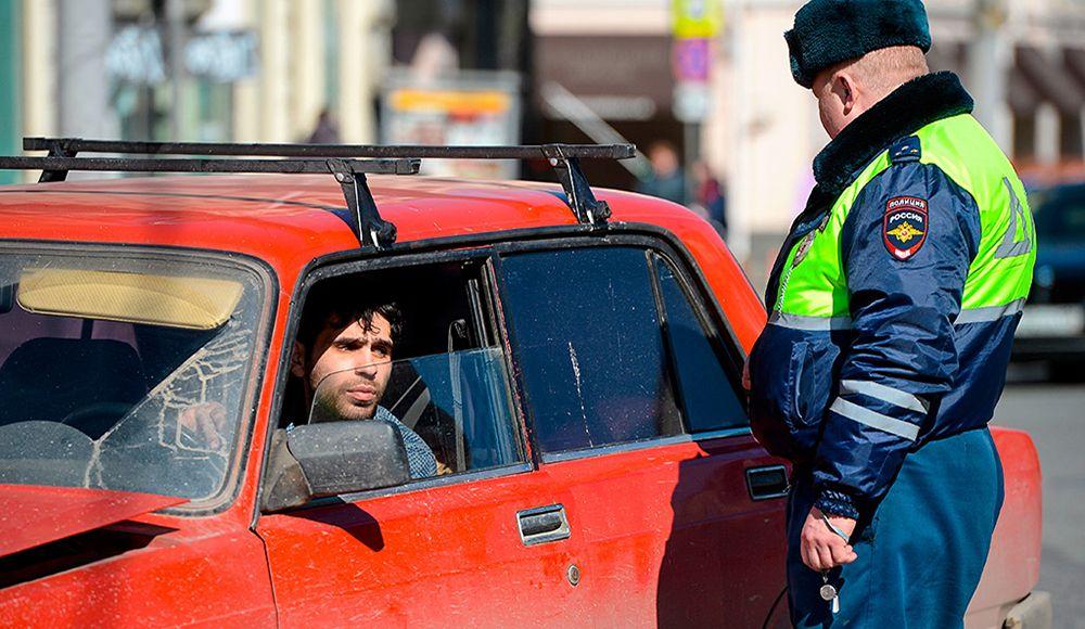 Законно ли требование инспектора ГИБДД выйти из машины