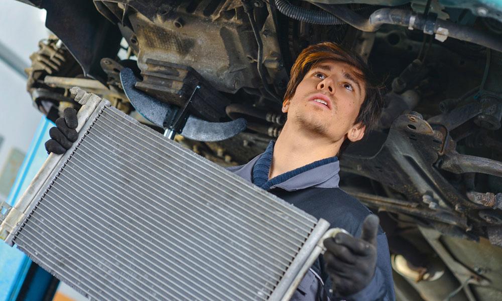 Демонтаж автомобильного радиатора