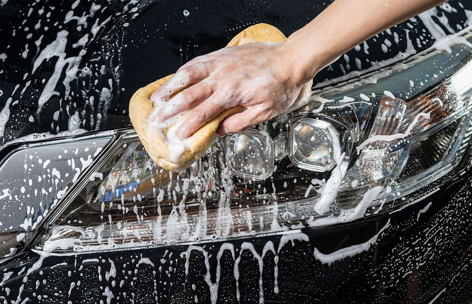 Мойка автомобиля водой