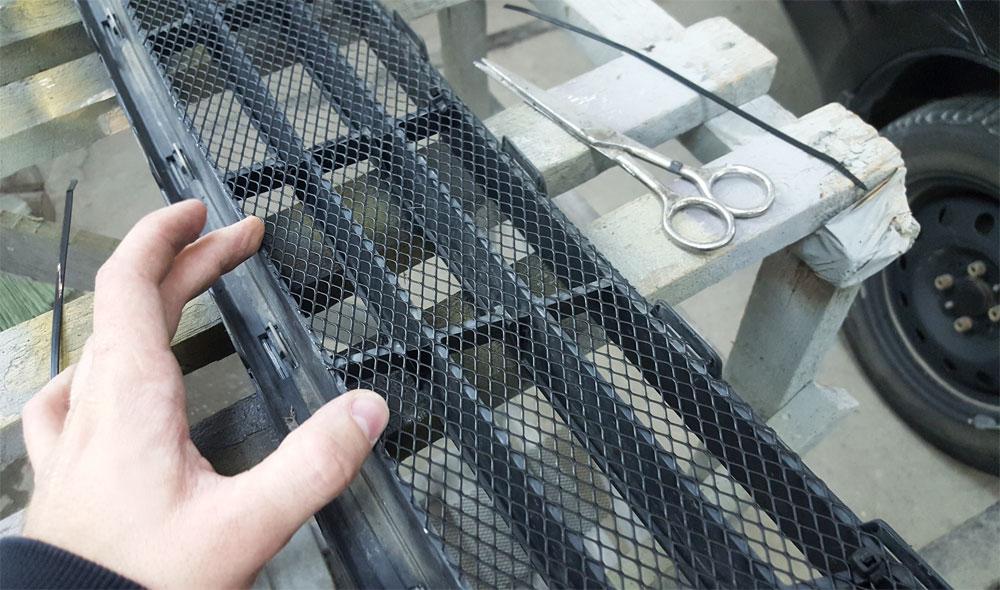 Монтаж сетки на радиатор автомобиля