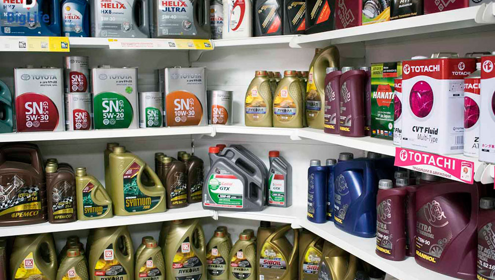 Покупка моторного масла в магазине