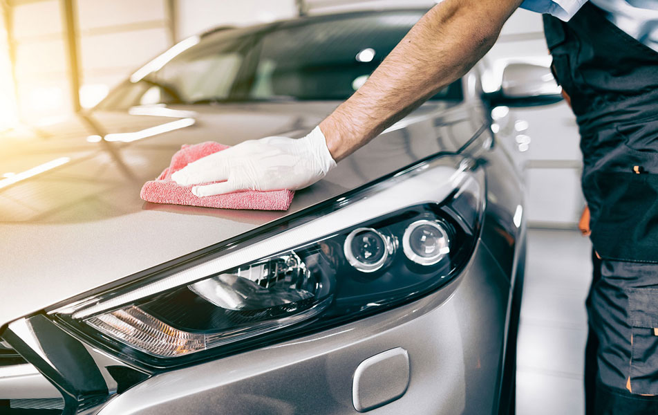 Протирание автомобиля после мойки