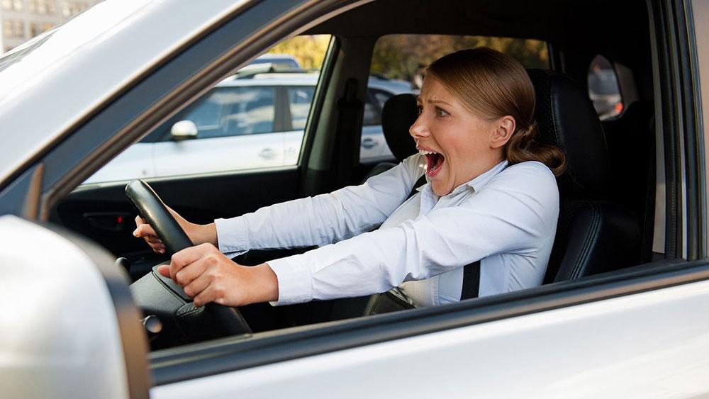 Резкое торможение на авто