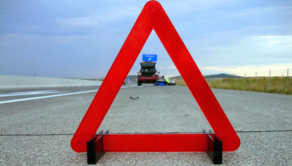 На каком расстоянии знак аварийной остановки