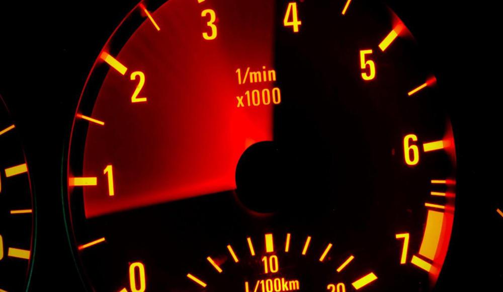 Что такое автомобильный тахометр и как он работает