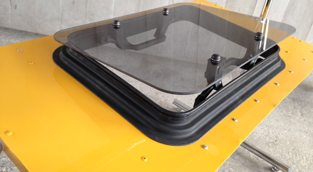Механический люк в авто