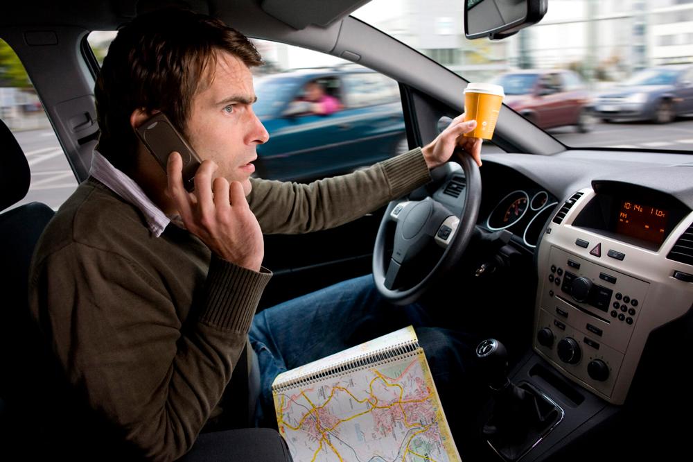 Мобильный телефон за рулём
