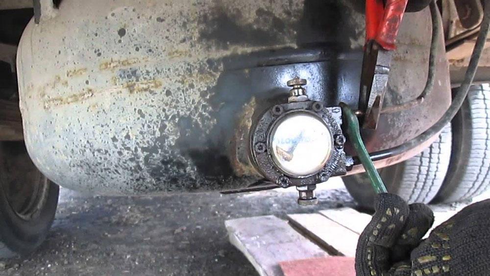 Обмерзает трубка подачи газа