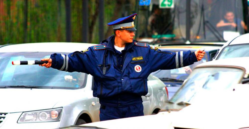 Сигнал регулировщика водителям
