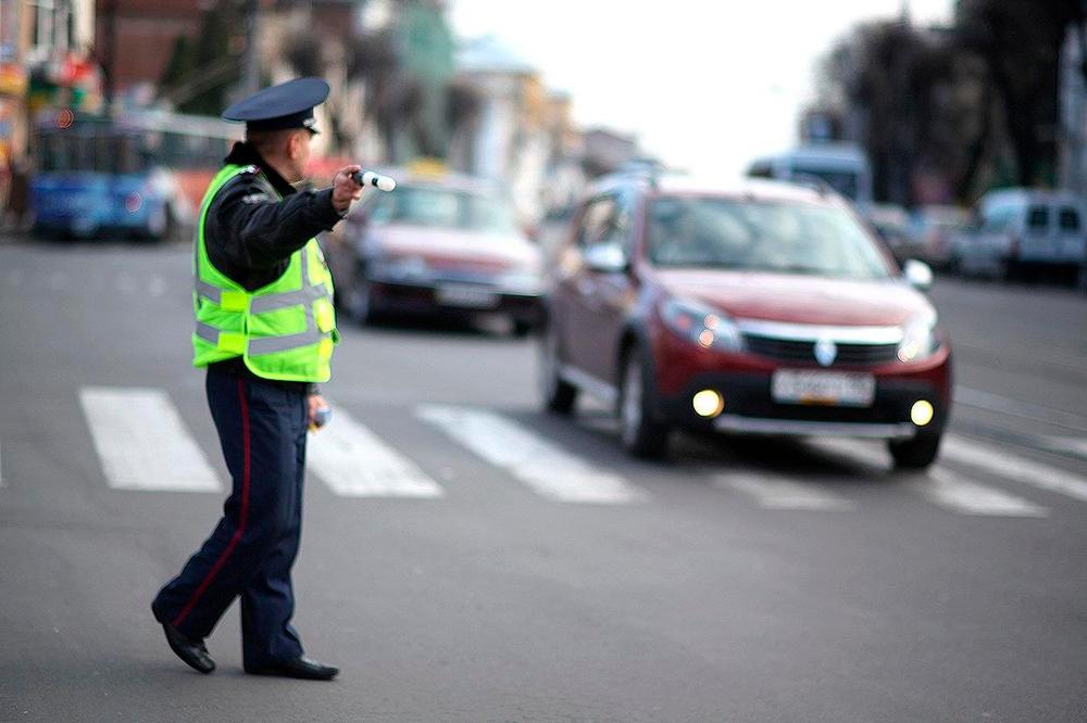 Жест регулировщика для водителя