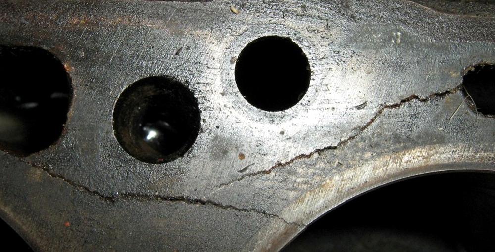 Микротрещина в блоке двигателя