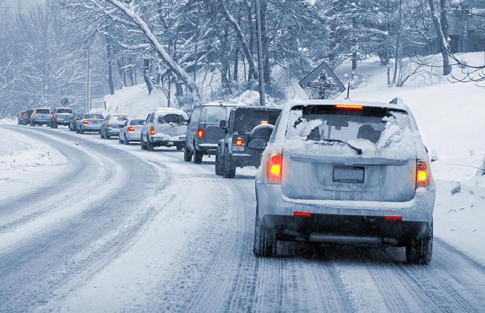 Дистанция на зимней дороге
