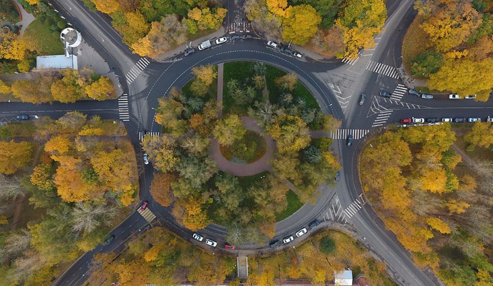Как правильно проехать перекрёсток с круговым движением