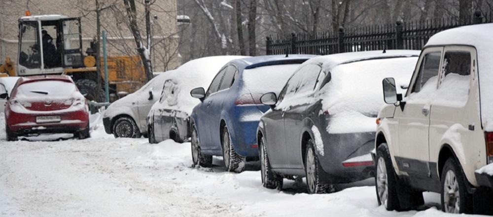 Парковка на газоне зимой