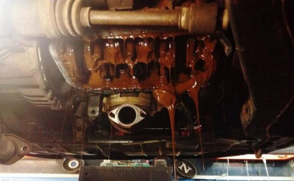 Поврежденный двигатель