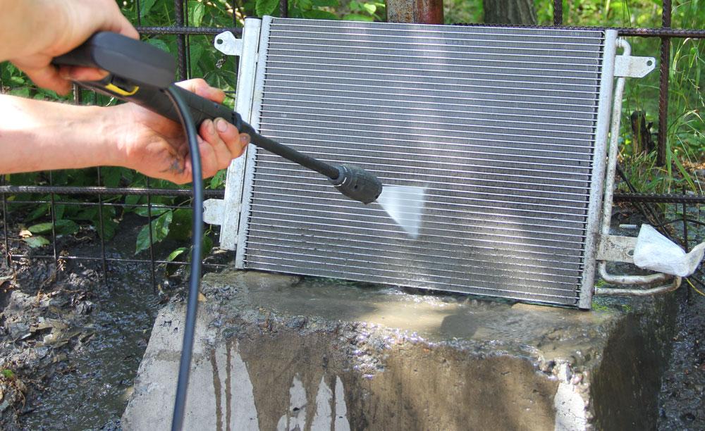 Прочистка автомобильного радиатора
