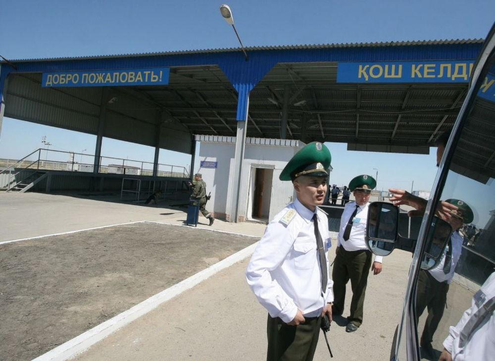 Работники таможни Казахстана
