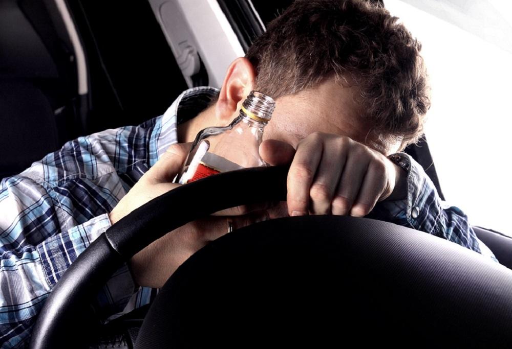 Распитие спиртных напитков в машине