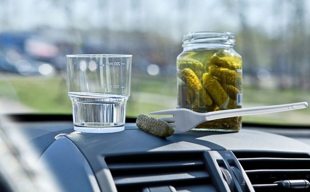 Распитие спиртных напитков в припаркованной машине