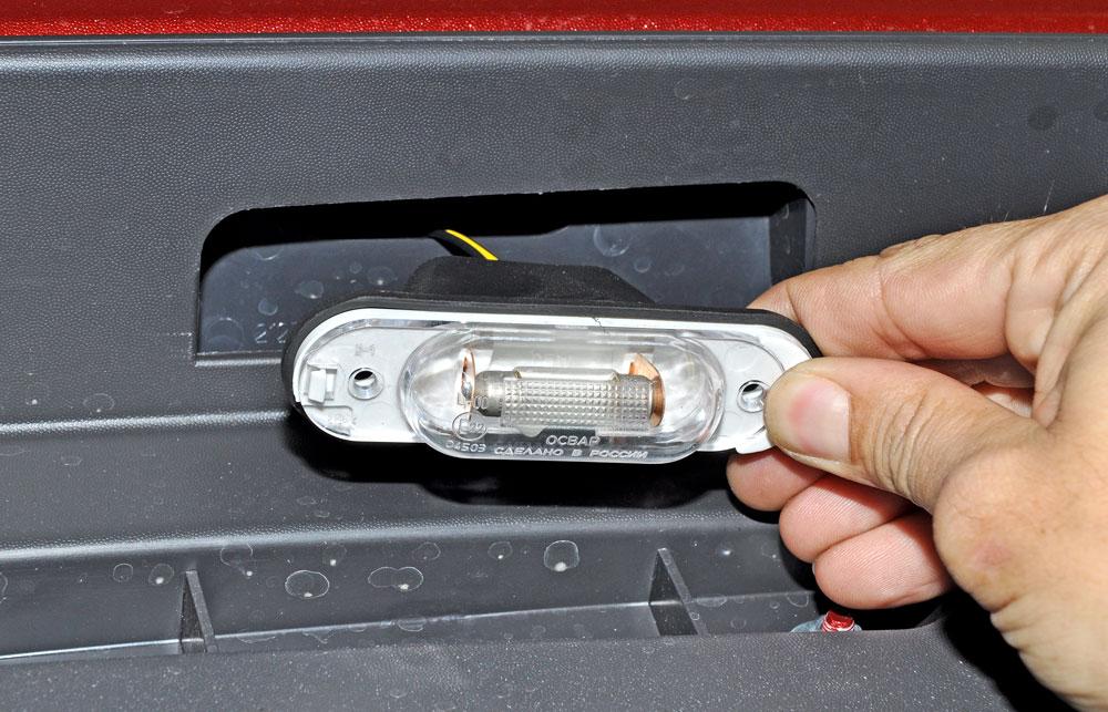 Замена ламп подсветки номера автомобиля