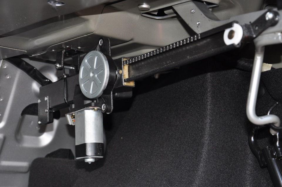 ustanovlenniy servoprivod bagajnika - Установить автоматическое открывание багажника