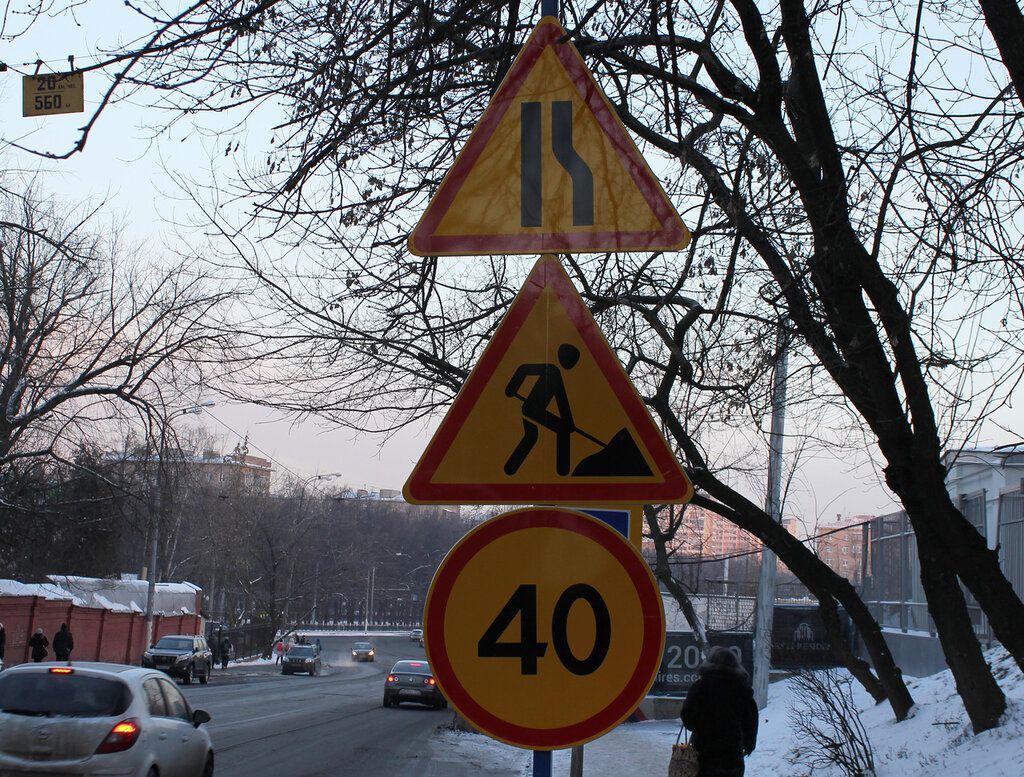 Сужение дороги справа кто должен уступить