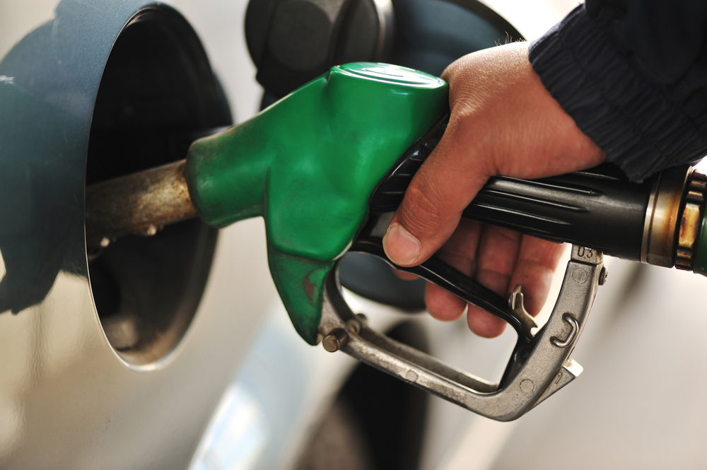 Заливка дизеля в бензобак