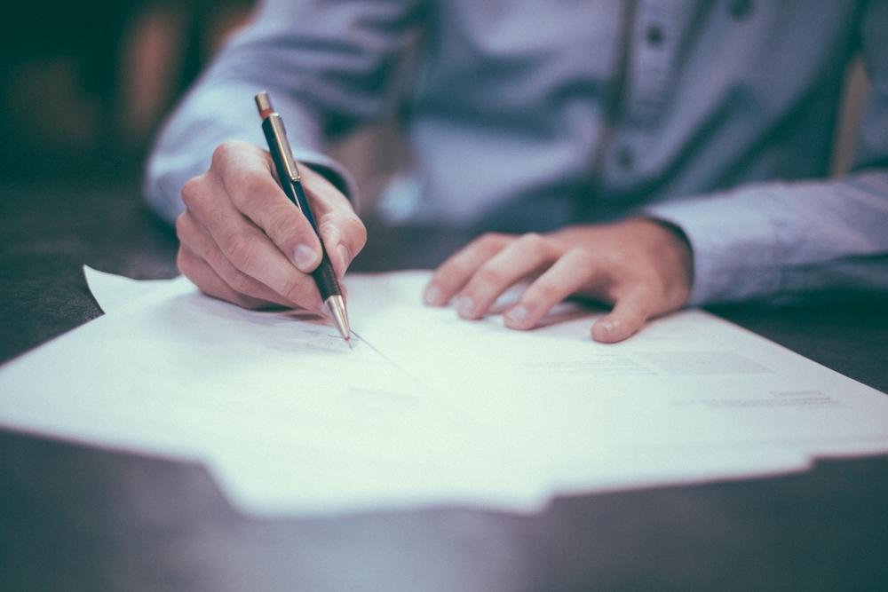 Подписывать договор
