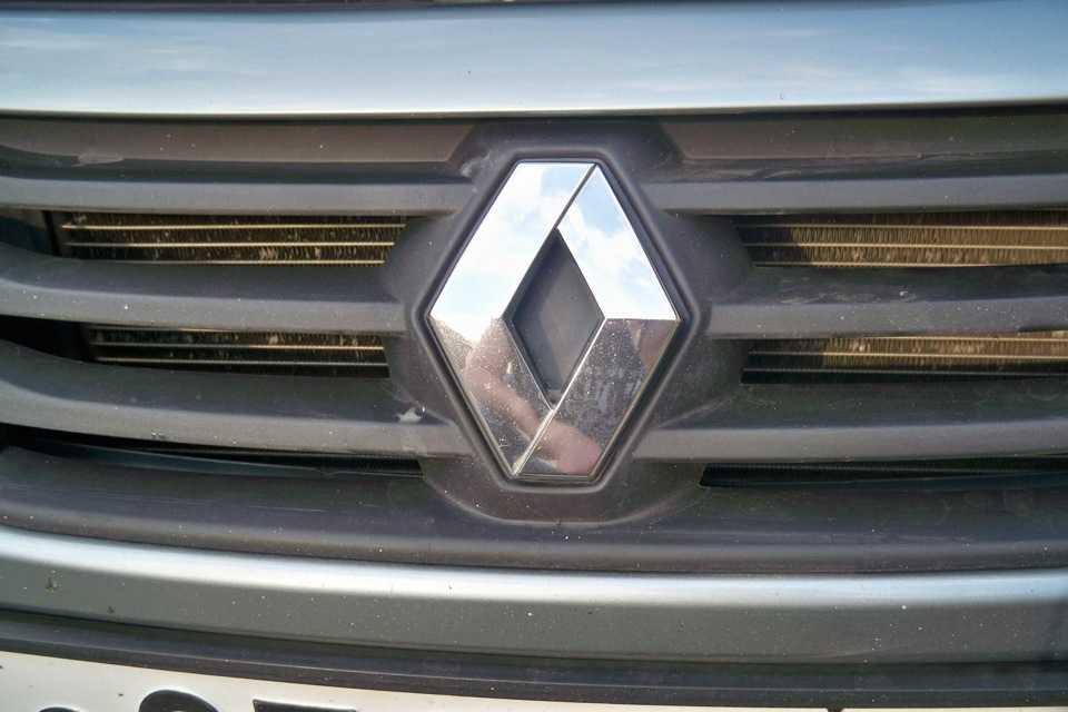 Эмблема автомобиля с хромом