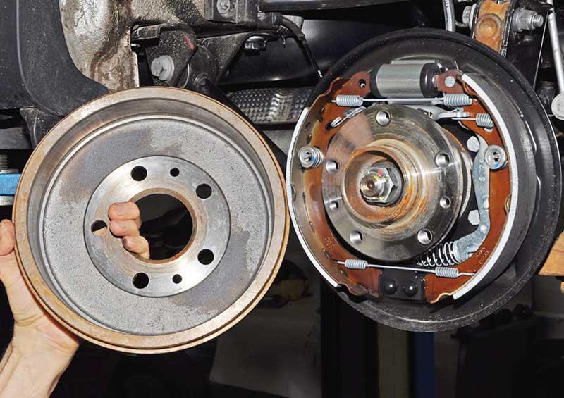Дисковый и барабанный тормоз для автомобиля