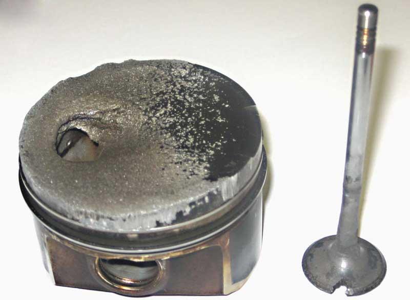Разрушение цилиндра в результате детонации двигателя