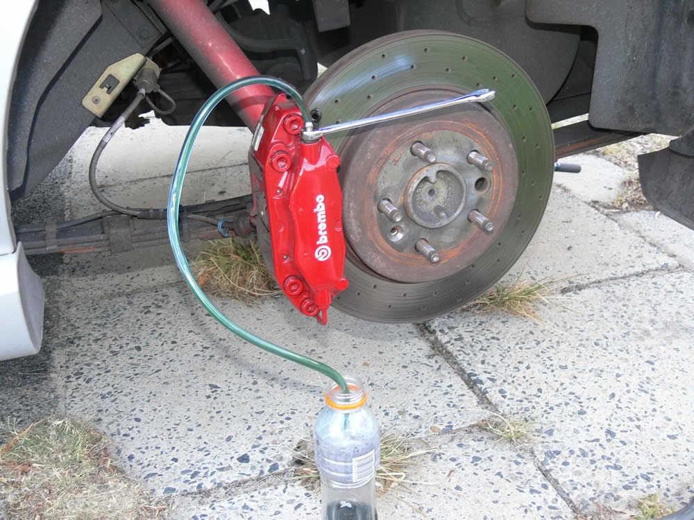 Прокачка тормозной системы самостоятельно