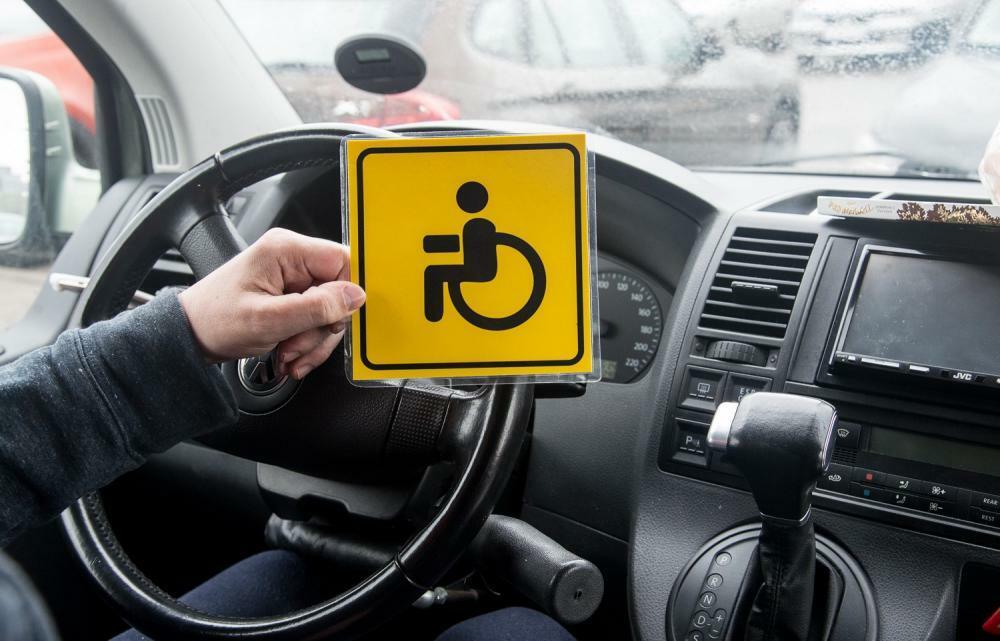 Знак «Инвалид» на авто