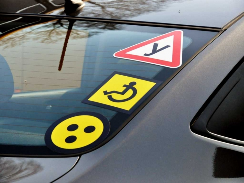 Знак «Инвалид» на машину