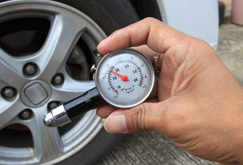 Измерение давления в покрышках