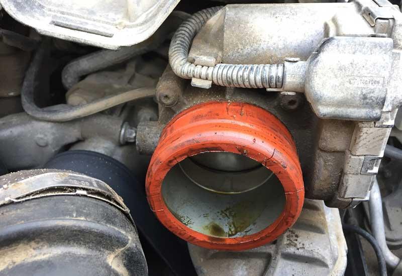 Машинное масло в дроссельной заслонке