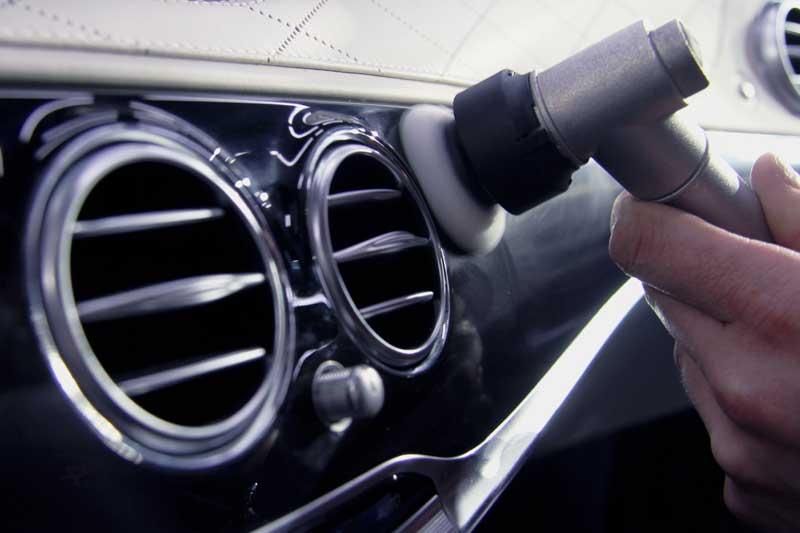 Шлифовка панели автомобиля