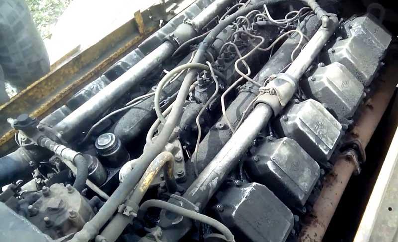 V12 двигатель машины