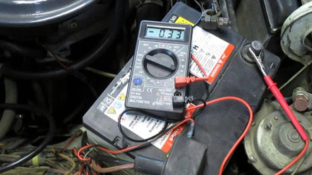 Автомобильный аккумулятор и сила тока