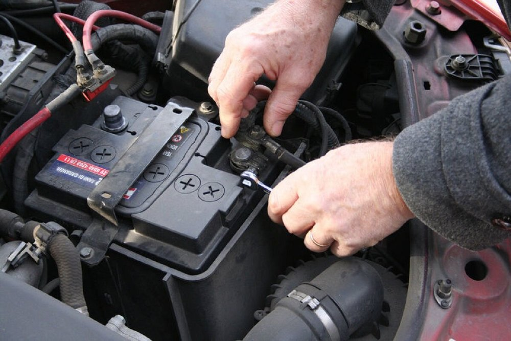 Установка аккумулятора в авто
