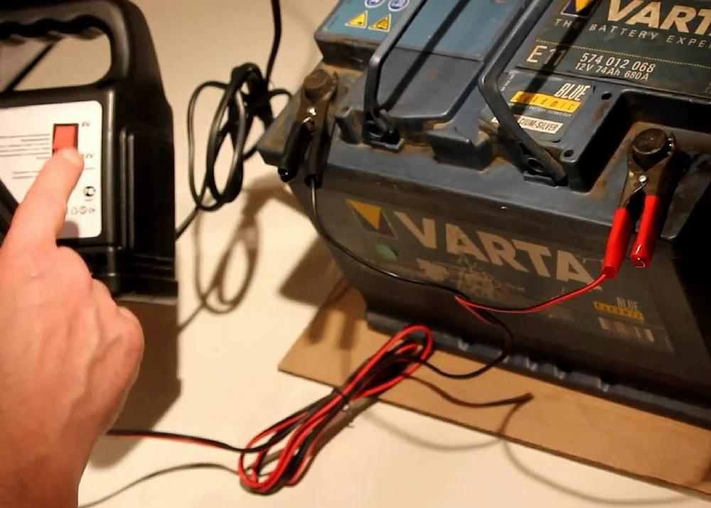 Заряжать аккумулятор авто в квартире