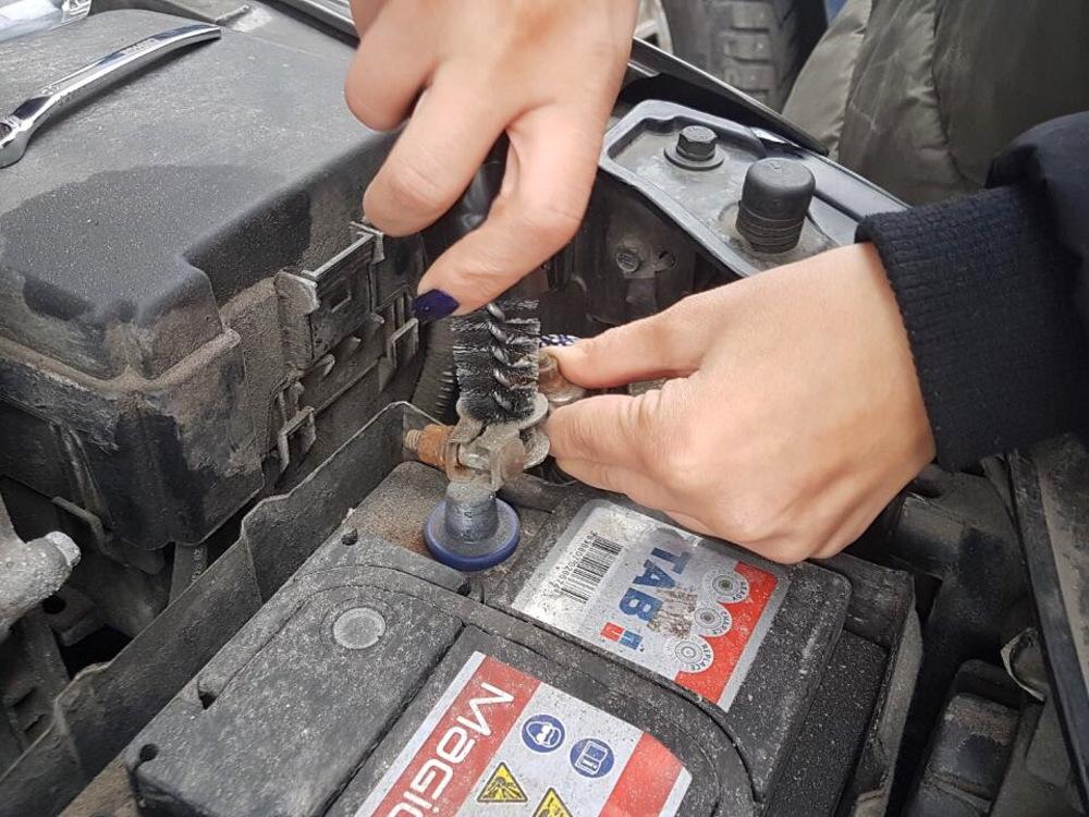 Механическая очистка аккумулятора