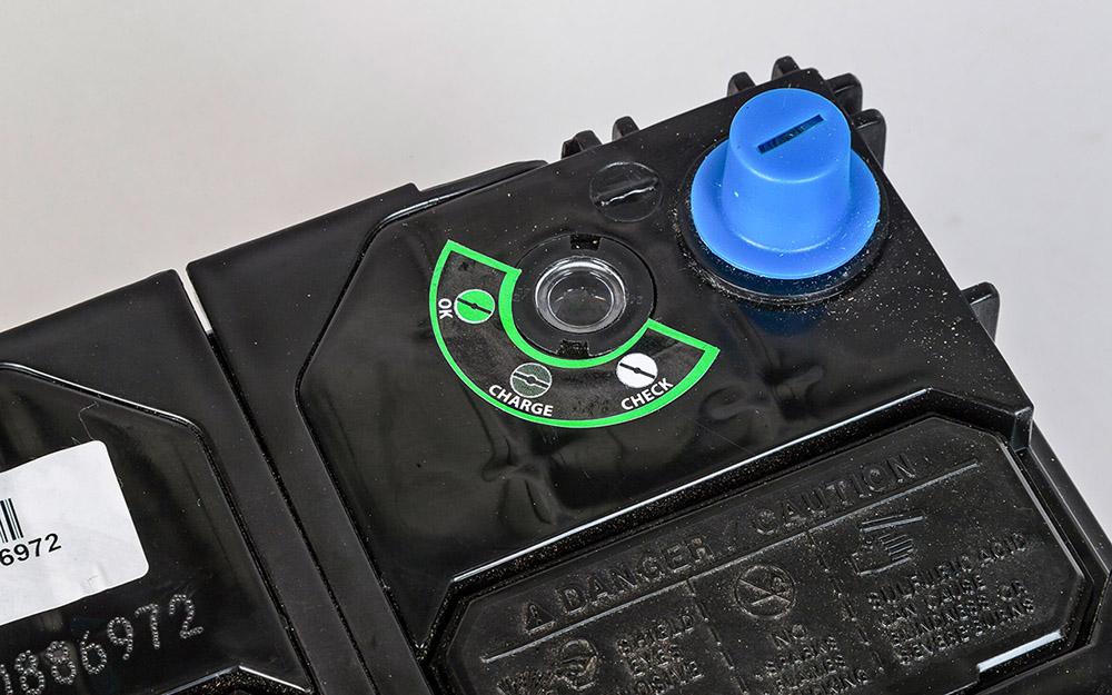 Глазок у автомобильного аккумулятора